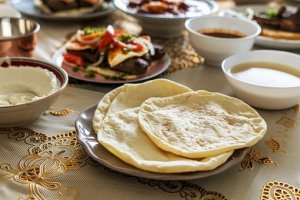 plate of pita bread